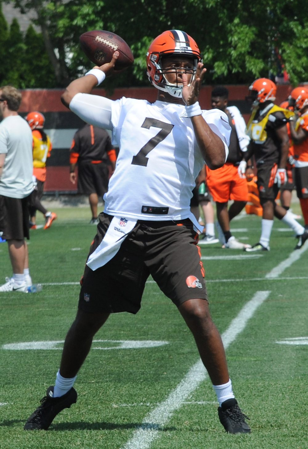BEREA -- Quarterbacks coach David Lee gets excited when rookie DeShone Kizer drives the first-team offense during practice. And when his strong arm connects on a deep throw. And when he gets outside the pocket and gains yards.